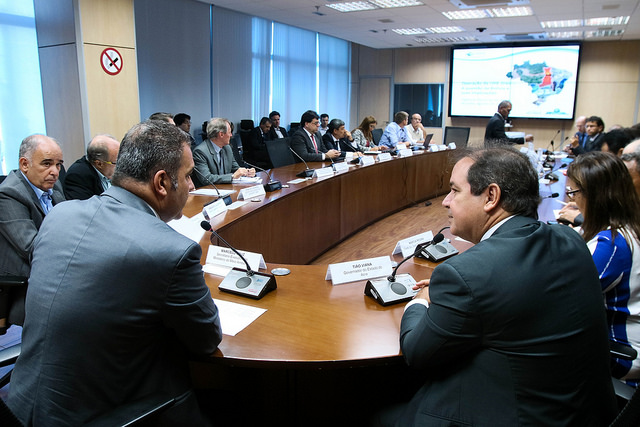 Resultado de imagem para Reunião realizada pelo MMA define ações para solucionar a travessia de balsas entre o Acre e Rondônia, atualmente afetada pela seca na região.