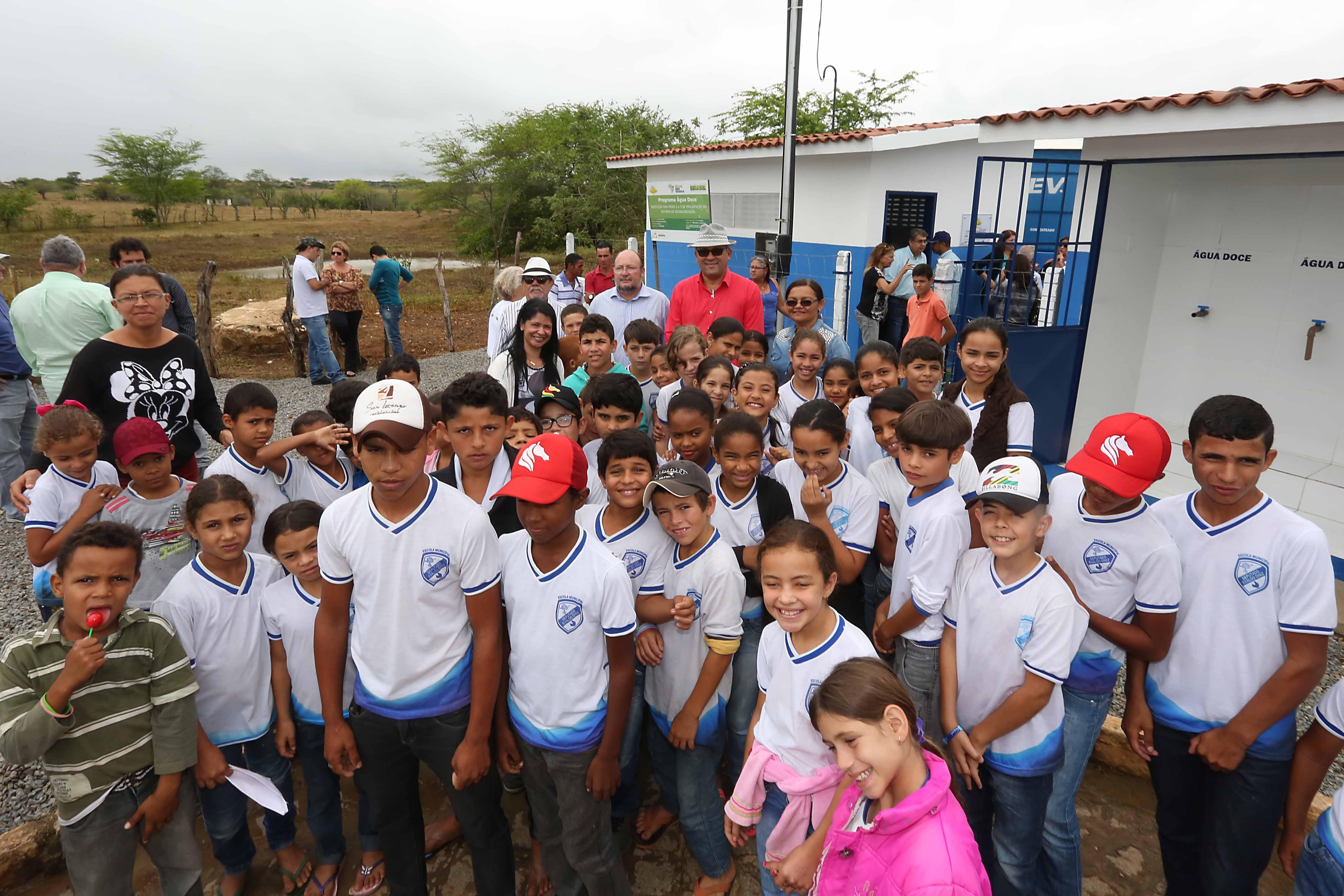 Água Doce chega aos moradores de Aningas