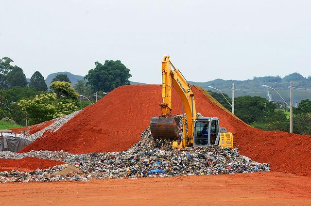 Aterro sanitário de Brasília entra em operação