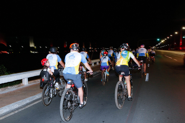 Brasília apaga as luzes na Hora do Planeta