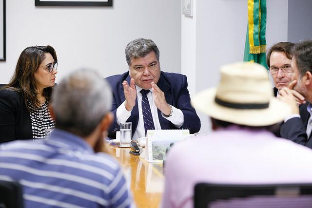 Ministro recebe pescadores extrativistas