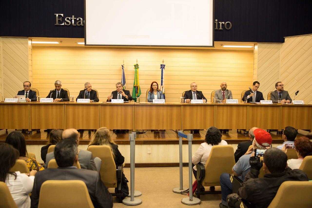 Sarney Filho e juristas debatem licenciamento